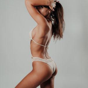 bikini une pièce hamaji coconut vue de profil
