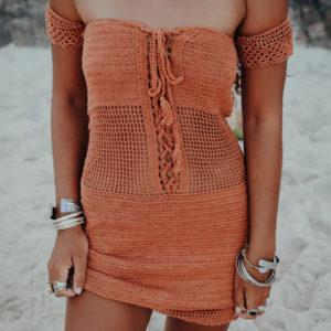 robe maemae caramelo vue de face fond plage