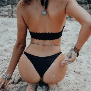 kyma top noir classic black vue de dos fond plage