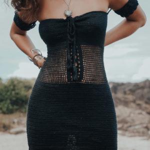 mae mae robe classic black vue de face fond plage