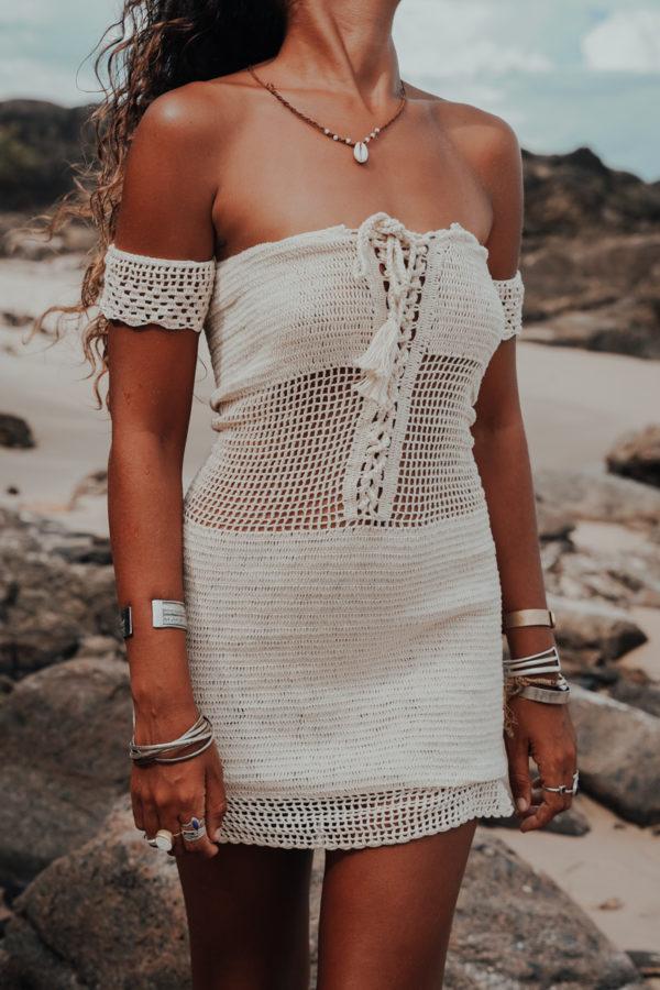 maemae robe coconut vue de face fond plage