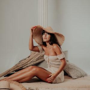 chapeau kay face avec robe maemae